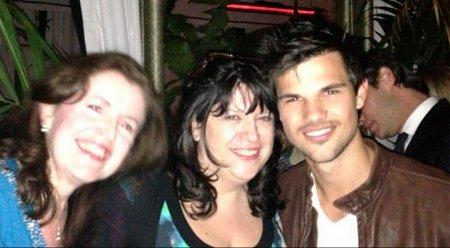 E.L. James junto a Taylor Lautner