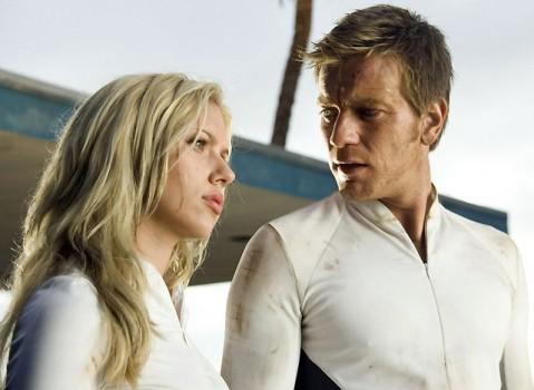 """Scarlett Johansson y Ewan McGregor en """"La Isla""""."""