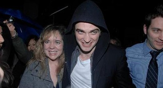 Robert Pattinson junto a E.L. James.