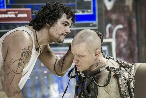 "Wagner Moura y Matt Damon en ""Elisyum""."