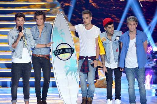 One Direction gana los premios Teen Choice Awards.