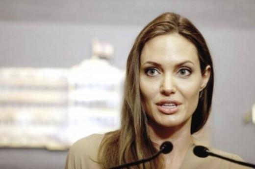 Angelina Jolie habla secuestro Nigeria